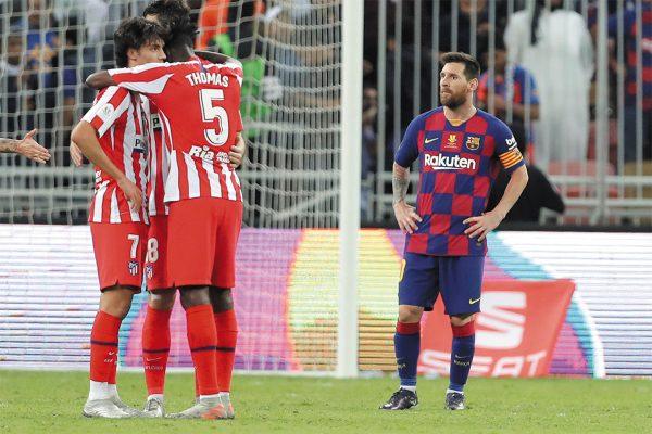 MOLESTIA. Lionel Messi anotó el del empate, pero al final fue insuficiente. Foto: AP