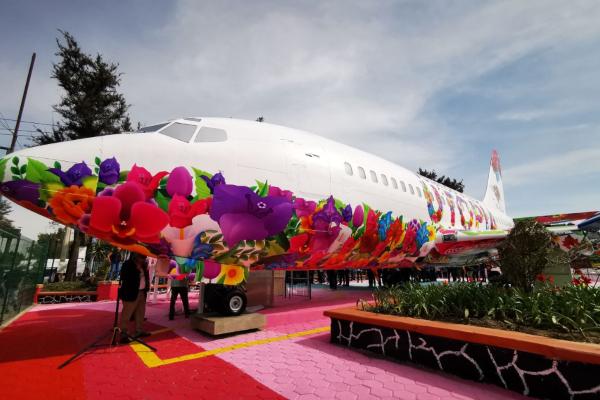 Avión Boeing 737 es ahora biblioteca en Iztapalapa