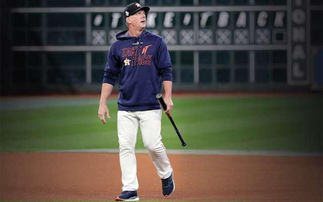 EL ÚNICO CAMPEÓN. AJ Hinch es el único mánager en la historia de los Astros en ganar una Serie Mundial. Foto: AP