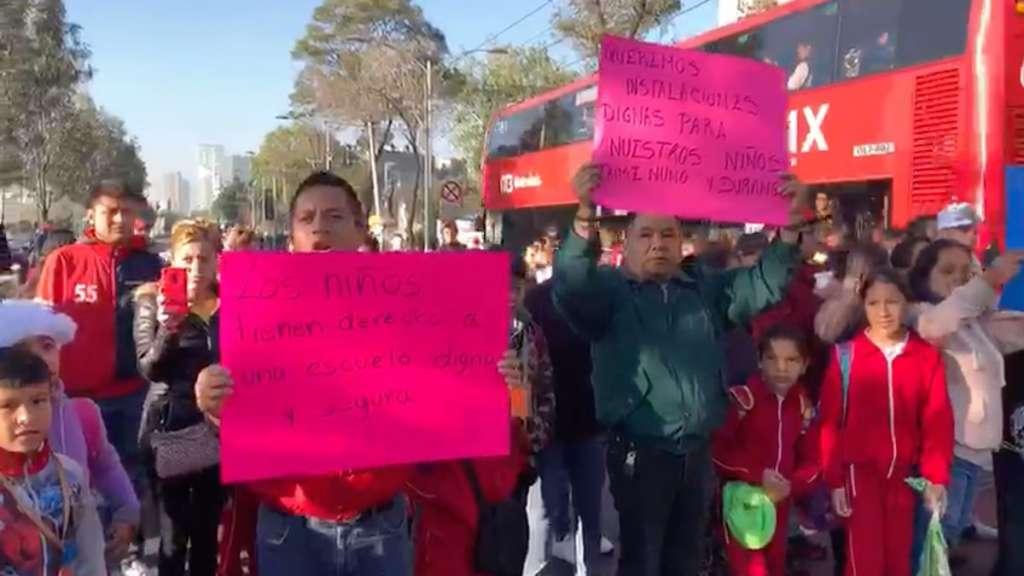 manifestantes-bloqueo-padres-alumnos-escuela-primaria-sismo-19s-paseo-reforma