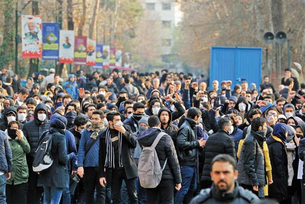 SIN TREGUA. Las manifestaciones persisten en Irán, pese a las primeras detenciones por el derribo de un avión. Foto: AFP