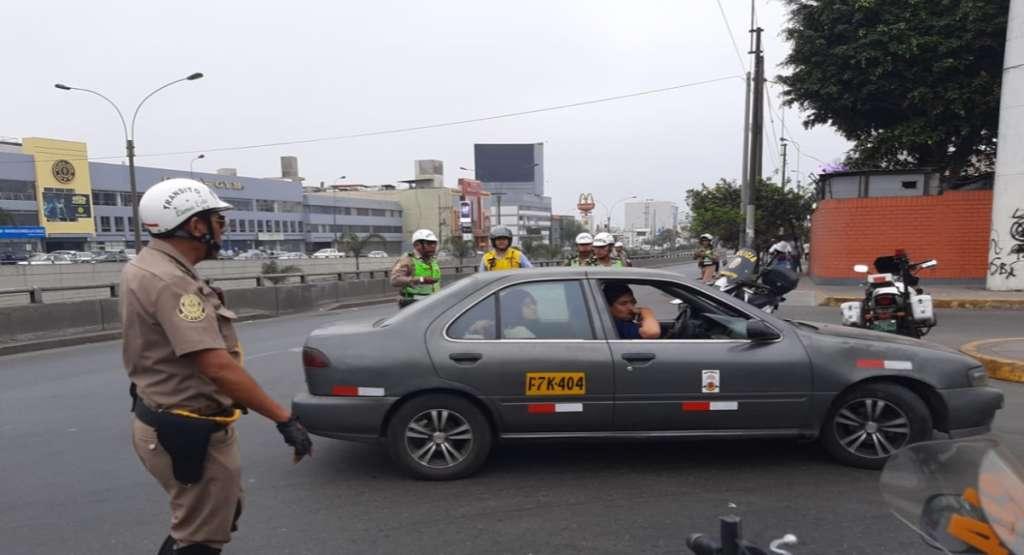 policia_transito_peru_mujer_muerde