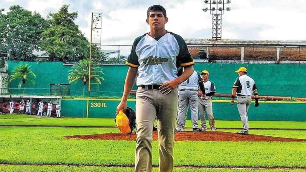 ORGULLO. El joven mexicano comenzó su andar en El Rey de los Deportes en Veracruz. Foto: Especial