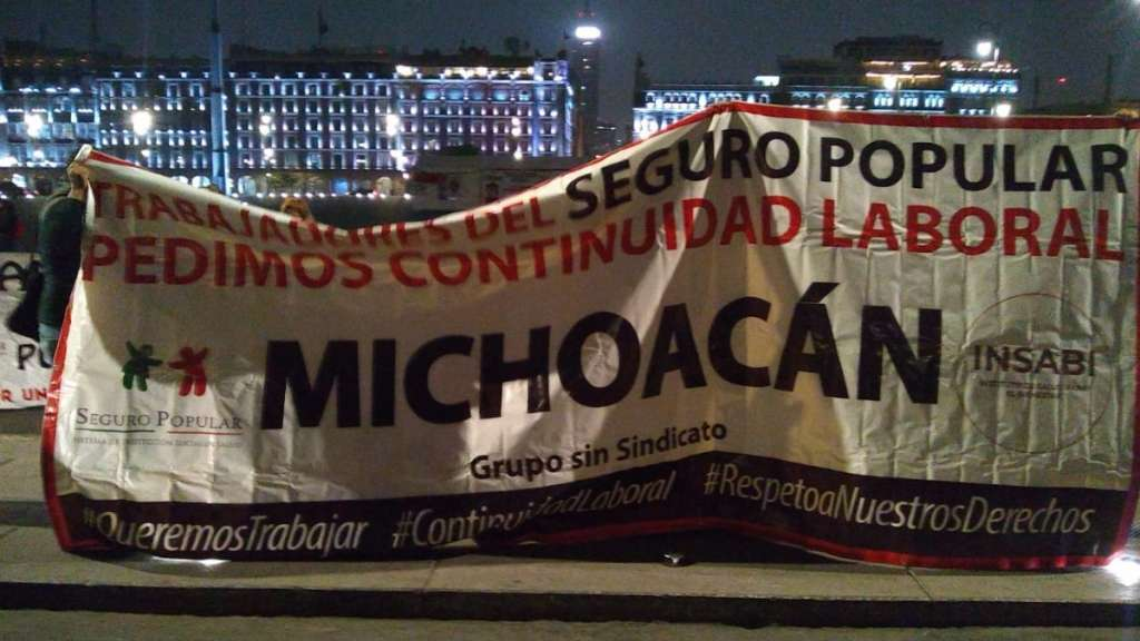 palacio-nacional-zocalo-manifestantes-protestas-seguro-popular-salud-cruz-azul