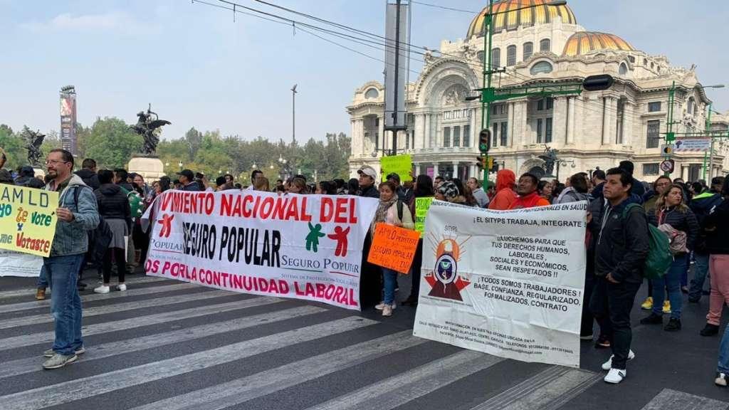 bloqueo-manifestantes-eje-central-salud-seguro-popular-insabi