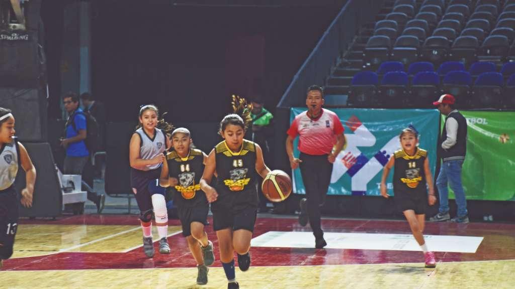 BRILLANTE. Un alto nivel de basquetbol infantil y juvenil se vio durante la jornada capitalina. FOTO: DANIEL OJEDA
