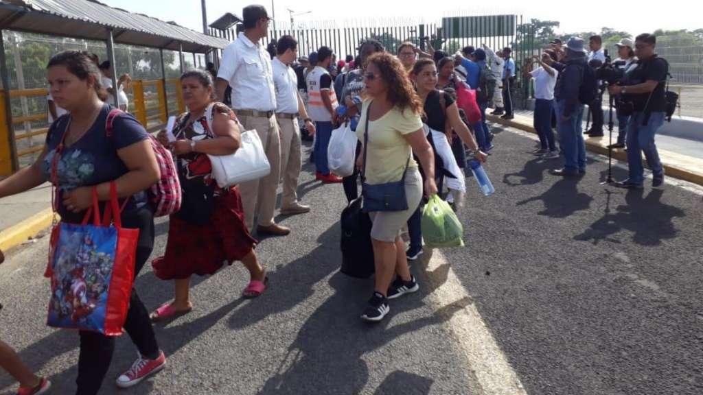 Frenan a caravana migrante en la frontera. Foto: Especial