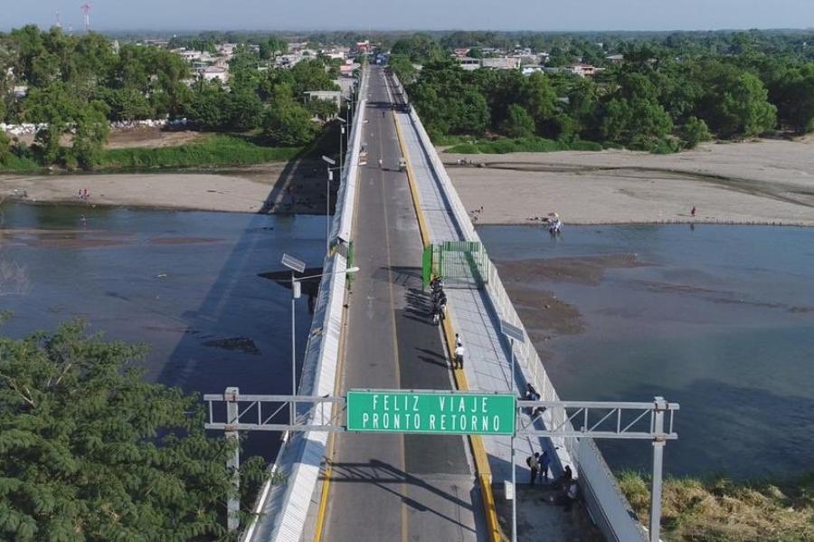 Migrantes entran a México por frontera con Guatemala