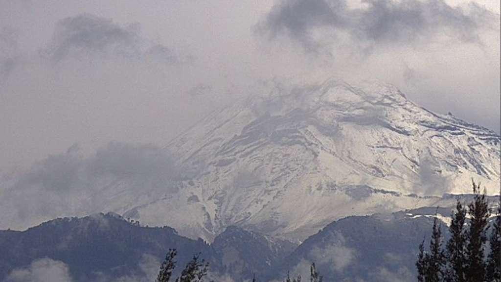 volcan-popocatepetl-nieve