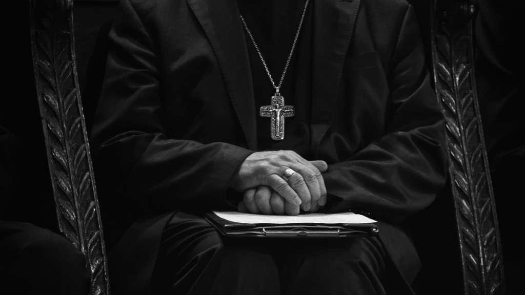 sacerdotes-pederastas-iglesia-condena-pena-morena-senado