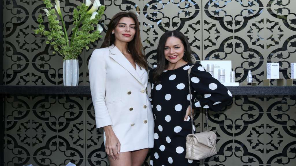 CHIC. Tania Ladeiro y Gaby Gómez, son amantes del cuidado de la piel, por lo que no podían faltar al este evento. Foto: JDS Agencia