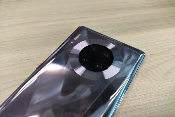 Así es el nuevo Huawei Mate 30 Pro. foto: Heraldo de México