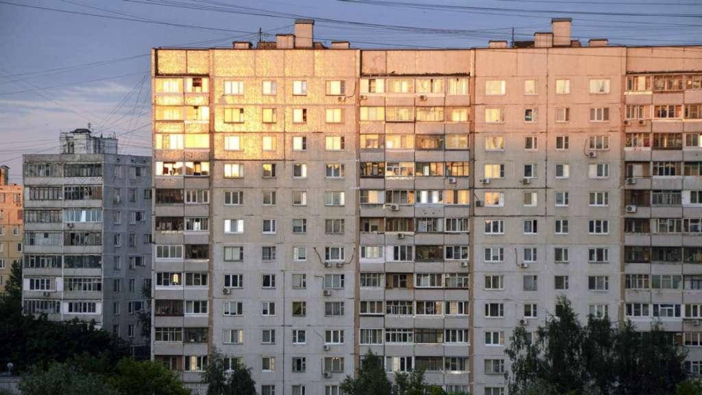 mujer cae piso noveno piso edificio rusia