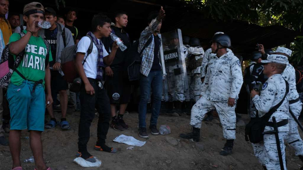 Guardia Nacional e INM hacen operativo para evitar paso de migrantes