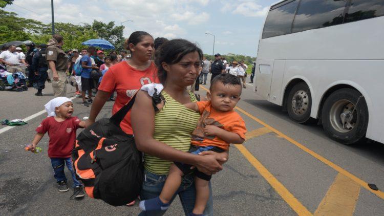 Mujeres migrantes caravana