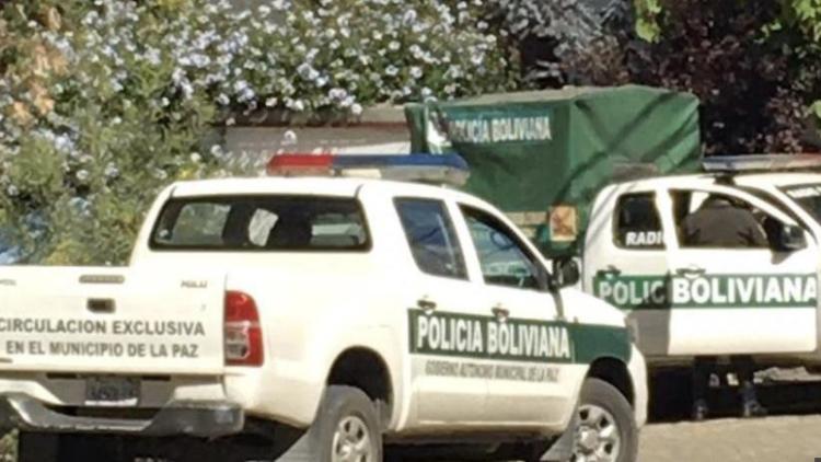 Presencia policial en la embajada de México en Bolivia